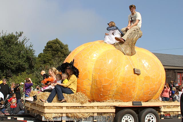 world's largest pumpkin sculpture in Great Pumpkin Parade